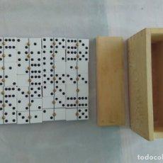 Juegos de mesa: JUEGO DOMINÓ PROFESIONAL CON 28 FICHAS, CAJA Y TAPA - MARCA DOMARCH. Lote 172746543