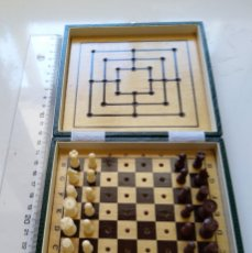 Juegos de mesa: JUEGO DE AJEDREZ MINIATURA, TABLERO DE MADERA. Lote 173930112