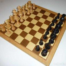 Juegos de mesa: VINTAGE AJEDREZ DE MADERA CON SU CAJA Y TABLA MADERA. Lote 175125304