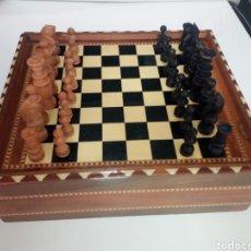 Juegos de mesa: ANTIGUA CAJA DE JUEGOS. EDICION LIMITADA DE PEDRO DOMECQ. CON AJEDREZ ANTIGUO DE MADERA. Lote 176548692