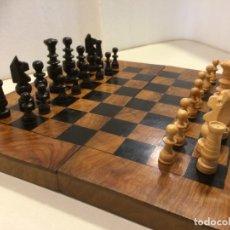 Juegos de mesa: AJEDREZ MADERA CON TABLERO ESTUCHE - AÑOS 60-70. Lote 176605948