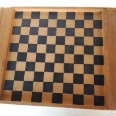 Juegos de mesa: ANTIGUO TABLERO DE AJEDREZ EN MADERA. Lote 177954077