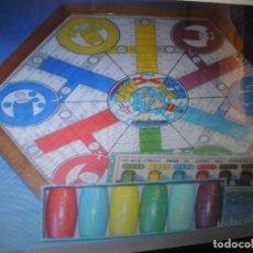 Juegos de mesa: ¡¡FANTÁSTICO ANTIGUO TABLERO COMPLETO DE PARCHÍS PARA 6 JUGADORES CUBILETES DE MADERA!!. Lote 179173788