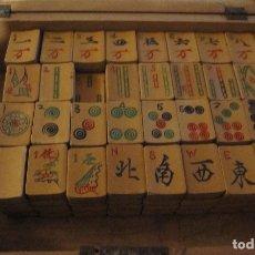 Juegos de mesa: ANTIGUO JUEGO DE MAHJONC. COMPLETO. PIEZAS DE BAMBÚ Y HUESO. HECHO A MANO.. Lote 181113353