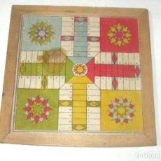Juegos de mesa: ANTIGUO PARCHIS DE CARTON CON MARCO DE MADERA MEDIDAS 20,5 X 20,5 CM. Lote 182025056