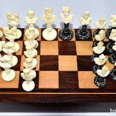 Juegos de mesa: AJEDREZ TALLADO EN HUESO CON CAJA-TABLERO. Lote 182631900