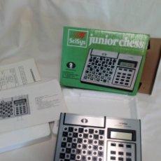 Juegos de mesa: ANTIGUO AJEDREZ ELECTRÓNICO 1981.JUNIOR CHESS. Lote 183088826