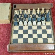 Juegos de mesa: DOBLE TABLERO DE AJEDREZ Y DAMAS. FICHAS DE MADERA. SIGLO XX. . Lote 184355451