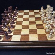 Juegos de mesa: ANTIGUO JUEGO DE AJEDREZ Y DAMAS. Lote 184611895