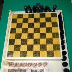 Juegos de mesa: AJEDREZ Y DAMAS ANTIGUO MOROS Y CRISTIANOS. Lote 184861600
