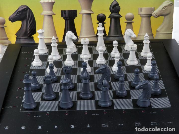 Juegos de mesa: Ajedrez electrónico Saitek Electronic Chess Partner Funciona caja instrucciones - Foto 3 - 187182085