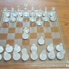 Juegos de mesa: AJEDREZ DE CRISTAL TAMAÑO GRANDE 35X35 - COMPLETO - 32 PIEZAS Y TABLERO + 4 PIEZAS REPUESTO.. Lote 225459940