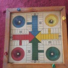 Juegos de mesa: TABLERO DE MADERA - JUEGO PARCHIS - CON TAPA DE CRISTAL - CON MECANISMO PARA MOVER LOS DADOS - MUY A. Lote 189418320