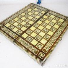 Juegos de mesa: PRECIOSO TABLERO AJEDREZ Y BACKGAMON ANTIGUO CON GRAN MARQUETERIA EN MADERA. Lote 189656325