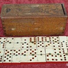 Juegos de mesa: JUEGO DEL DOMINÓ. CAJA DE MADERA ORIGINAL. 27 FICHAS. HUESO Y ESINA. SIGLO XX. . Lote 191041886