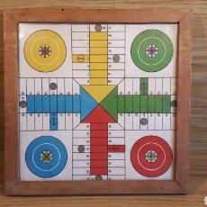 Juegos de mesa: ANTIGUO Y PEQUEÑO TABLERO DE PARCHÍS ENMARCADO EN MADERA. AÑOS 60??. Lote 191340793