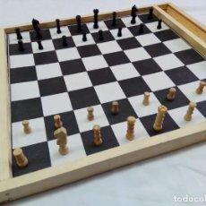 Juegos de mesa: ANTIGUO PARCHÍS, AJEDREZ,Y DAMAS COMPLETO CON TODAS LAS FICHAS Y DADO DE MADERA.LITOGRAFÍA EN CARTÓN. Lote 192181231