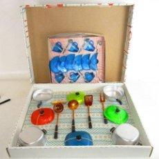 Juegos de mesa: VAJILLA ANTIGUA PLASTICAS SANTA ELENA 2 X1 MENAJE COCINA GRUPO BROTONS IBI ALICANTE. Lote 193035175