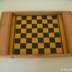 Juegos de mesa: ANTIGUO JUEGO DE AJEDREZ PORTÁTIL. Lote 193321281