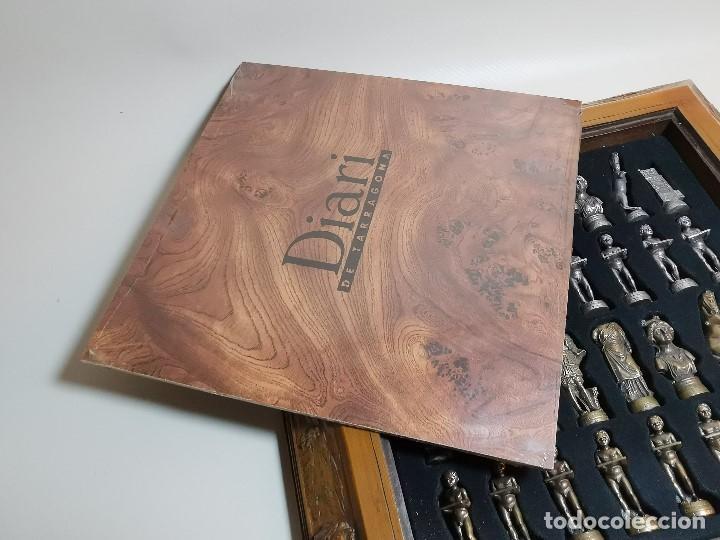 Juegos de mesa: Caja tablero de ajedrez. de Tarraco...Diari de Tarragona ..piezas metal -PRECINTADO AÑOS 90 - Foto 3 - 194228240