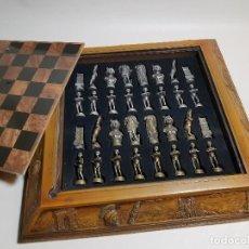 Juegos de mesa: CAJA TABLERO DE AJEDREZ. DE TARRACO...DIARI DE TARRAGONA ..PIEZAS METAL -PRECINTADO AÑOS 90. Lote 194228240