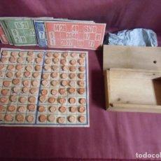 Juegos de mesa: JUEGO ANTIGUO DE BINGO CON NUMEROS Y CAJA DE MADERA,COMPLETO 90 FICHAS.. Lote 194326778