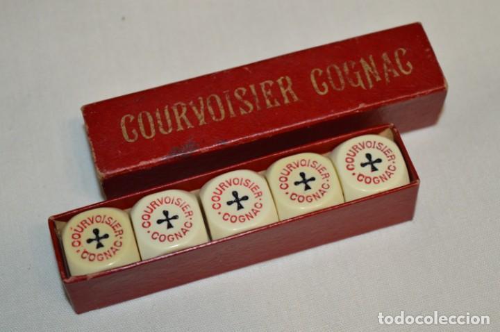 ANTIGUA CAJA CON DADOS DE POKER - PUBLICIDAD COURVOISER COGNAC - AÑOS 60/70 - MUY RARA ¡MIRA! (Juguetes - Juegos - Juegos de Mesa)