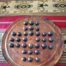 Juegos de mesa: ANTIGUO JUEGO SOLITARIO DE MADERA DE THUYA (TUYA) BOLAS DE PIEDRA LABRADORITA EXTRA. Lote 194711186