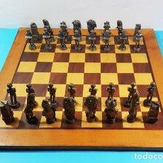Juegos de mesa: AJEDREZ IMPERIAL ROMANO BRONCE/ESTAÑO COMPLETO + TABLERO DE MADERA, VER DESCRIPCION E IMAGENES. Lote 194717267