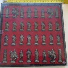 Juegos de mesa: AJEDREZ MOROS Y CRISTIANOS 21 X 21 CM PIEZAS DE METAL TABLERO ESTUCHE. Lote 194860108