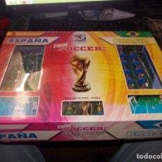 Juegos de mesa: TOTAL SOCCER 2010 FIFA WORLD CUP. ESPAÑA, BRASIL. LE FALTA LA PELOTA. Lote 195424493