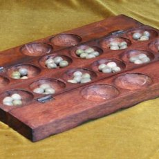 Juegos de mesa: ANTIGUO JUEGO TRADICIONAL DE BURKINA FASSO,AWALE O MANKALA,CAJA TALLADA EN MADERA NOBLE.. Lote 195456770