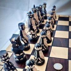 Juegos de mesa: AJEDREZ TALLADO MADERA GRAN TAMAÑO MADÓN - TABLERO ESTUCHE - SIN ESTRENAR - ESPECTACULAR. Lote 196878466