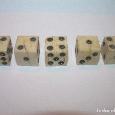 Juegos de mesa: MUY ANTIGUOS DADOS DE HUESO...BUEN ESTADO DE CONSERVACION.. Lote 196963443