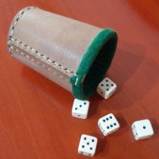 Juegos de mesa: CUBILETE DE CUERO - JUEGO DE DADOS. Lote 198933350