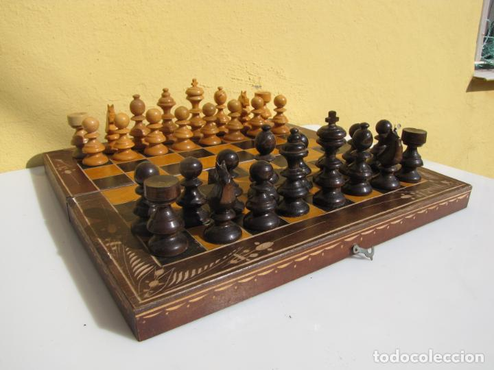 7- AJEDREZ MADERA COMPLETO. CAJA PLEGABLE TABLERO. (Juguetes - Juegos - Juegos de Mesa)