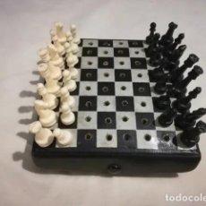 Jeux de table: ANTIGUO JUEGO DE AJEDREZ DE VIAJE DE PIEL - MIDE 11 CM. FALTA 1 PEON NEGRO.. Lote 205317251