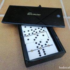 Juegos de mesa: JUEGO DE DOMINÓ EN ESTUCHE DE BAQUELITA NEGRA. Lote 205865787