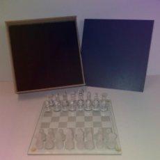 Juegos de mesa: MAGNIFICO AJEDREZ CRISTAL TABLERO Y PIEZAS AÑOS 90'S. Lote 206188776