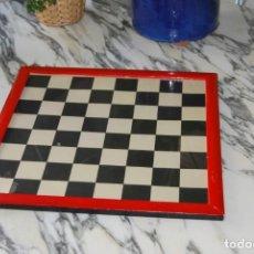 Juegos de mesa: TABLERO DE AJEDREZ - ENMARCADO Y CON CRISTAL - AÑOS 50. Lote 209297185