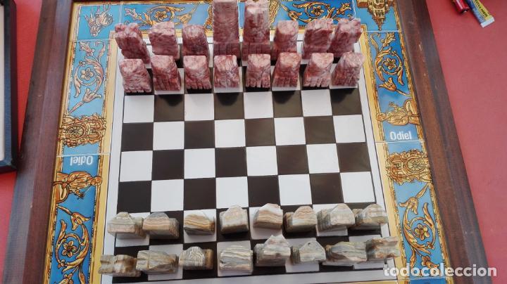 AJEDREZ - TABLERO AZULEJOS MOTIVOS DEL ROCÍO + PIEZAS EN MÁRMOL + ESTUCHE - VER FOTOS. (Juguetes - Juegos - Juegos de Mesa)