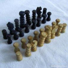 Juegos de mesa: JUEGO DE AJEDREZ EN MINIATURA DE MADERA (SIN TABLERO). Lote 218158910