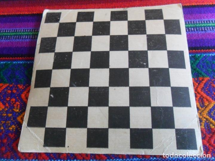 TABLERO DE AJEDREZ DE CARTÓN 12X12 CMS. AÑOS 60. RARO. (Juguetes - Juegos - Juegos de Mesa)