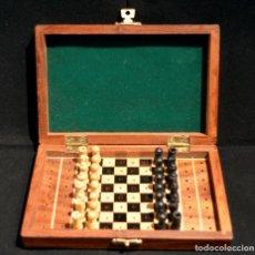Juegos de mesa: AJEDREZ DE VIAJE EN MADERA TABLERO MALETIN 15CMX10CM NUEVO SIN USO. Lote 221958926