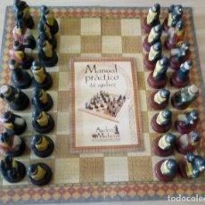Juegos de mesa: AJEDREZ MEDIEVAL DE PORCELANA PINTADO A MANO. Lote 222456001