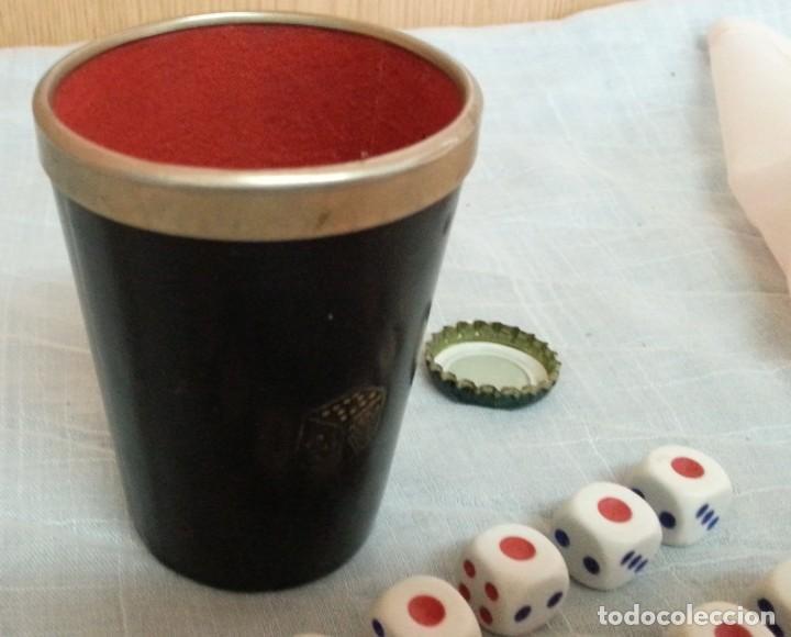 Juegos de mesa: Cubilete y 14 dados de póker. Conjunto. Buen estado. - Foto 2 - 222748705
