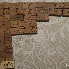 Juegos de mesa: ANTIGUO JUEGO DE DOMINÓ DE MADERA DE LOS AÑOS 40. Lote 224258642