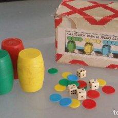 Juegos de mesa: CAJA CON ACCESORIOS PARA EL JUEGO DE PARCHIS O PARCHEESI. Lote 224657743