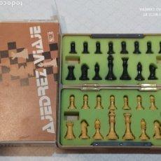 Juegos de mesa: BONITO AJEDREZ ANTIGUO MAGNÉTICO DE VIAJE (ESPAÑOL). Lote 236371205