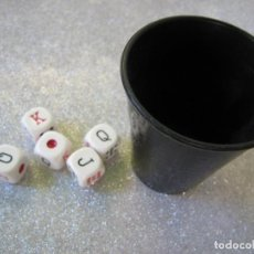 Juegos de mesa: CUBILETE PARA JUEGO DADOS DE PÓQUER PÓKER AMERICANO COMPLETO 1970. Lote 237774245